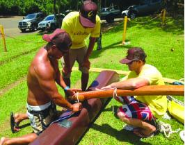 Olukai crew rig the ama to the 'iako. photo courtesy of Katie Stephens, Vice President HSCA