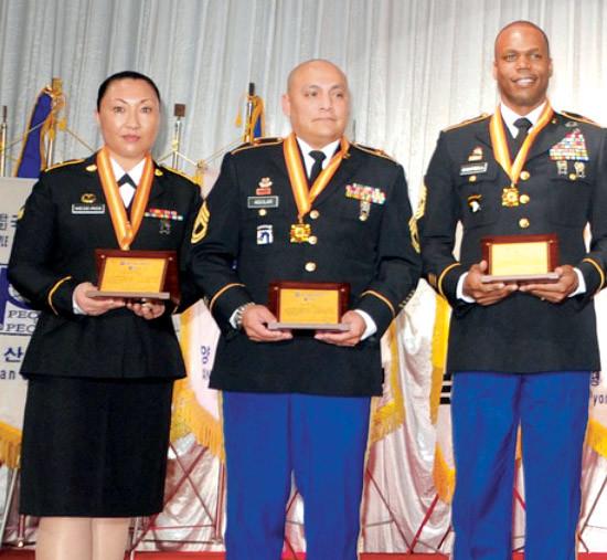 Kareen receiving the Exemplary Service Award.