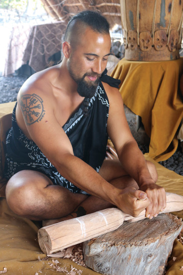 Kahaka'io carving ki'i at Pu'uhonua o Hōnaunau. photo by Lara Hughes